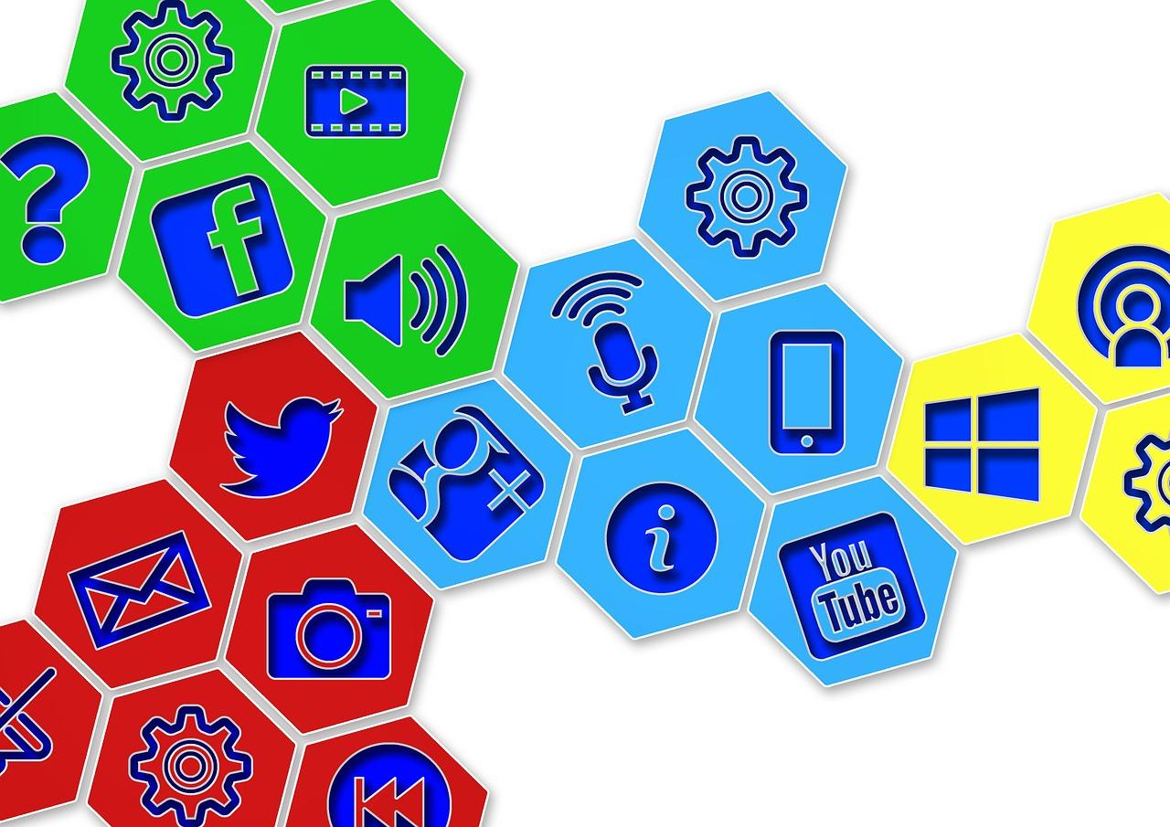 10 Social Media Etiquette Tips